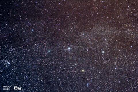 Bild 2: Das Sternbild Cassiopeia mit ihren farbigen Sternen
